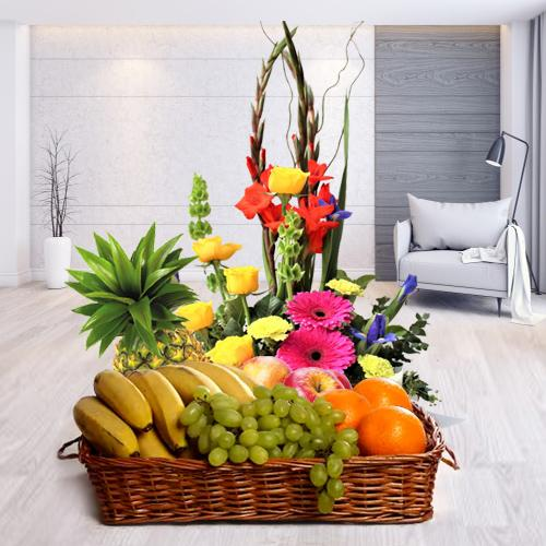 Delectable Fresh Fruits Basket with Flowers