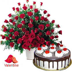 MidNight Delivery ::Dutch Red Roses with  Black Forest Cake
